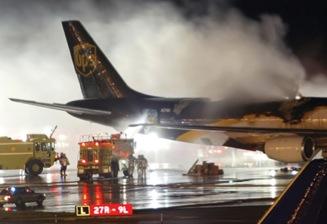 scatole per imballare batterie: moltissimi incidenti aerei sono dovuti a incendi provocati da batterie al litio presenti a bordo.